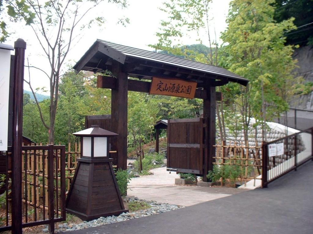 温泉街 定山源泉公園01